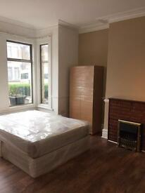 GREAT SIZE DOUBLE ROOMS ARE AVAILABLE FOR INSTANT VIEWING & MOVE-IN