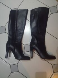 BLACK KNEE HIGH LEATHER BOOTS in GREAT CONDITION!!!
