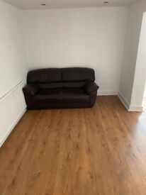 A LOVELY DOUBLE ROOM TO RENT NEAR FORESTGATE STATION