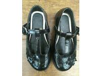 M/&S GIRLS INFANT Black SCHOOL Shoes WITH HEARTS velco Size UK 8  BNWT RRP £32