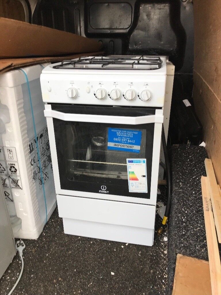 Gas cooker with free delivery in Renfrewshire area