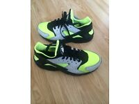Nike air huarache I'd size 7 mint condition worn twice as new