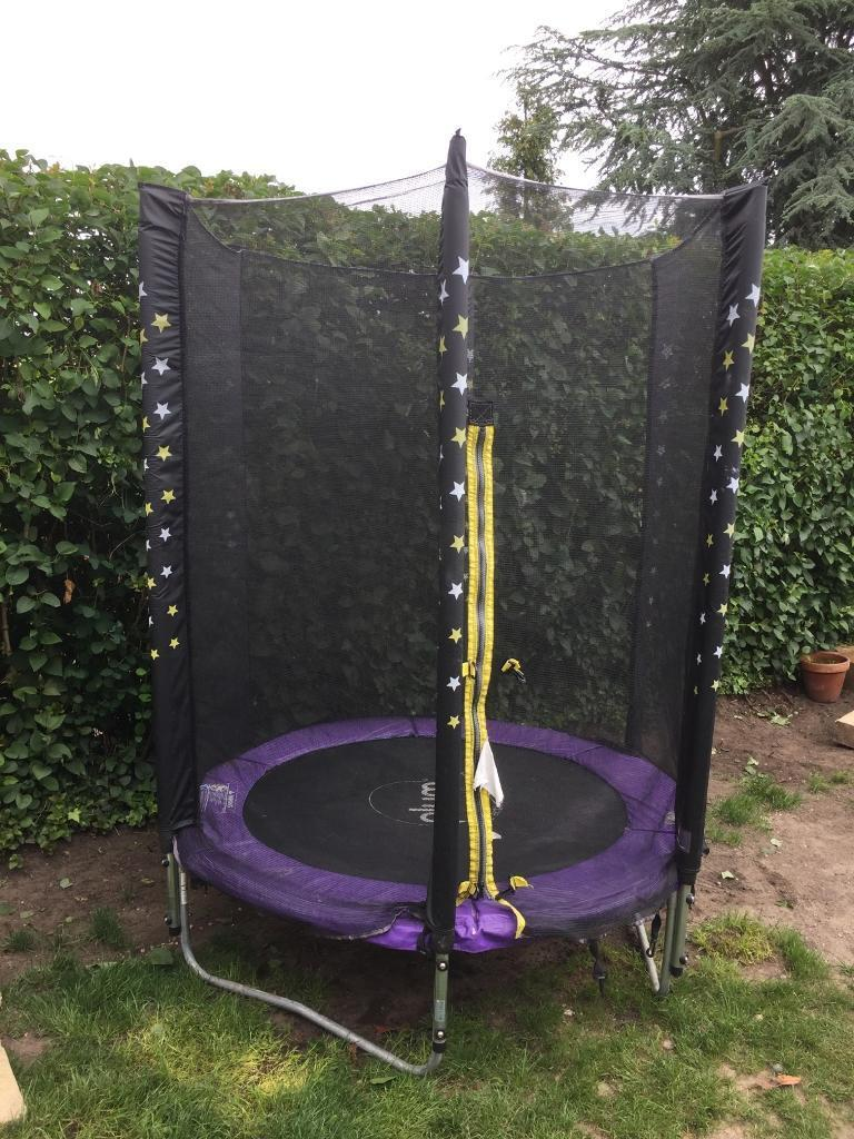 5ft Trampoline And Enclosure
