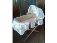 Neutral moses basket with stand