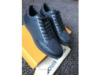 Louis Vuitton monogram offshore low top sneakers size 8(42) Brand NEW