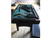 Pool table & 2 Cue's