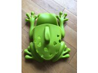 Boon frog pod bath scoop