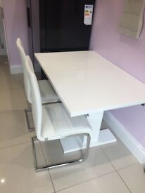 White high gloss extendable dinning table and 6 chairs