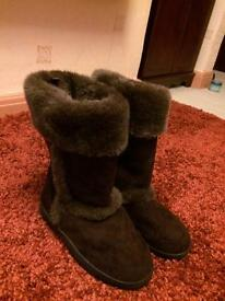 Ladies fur trim boots size 5
