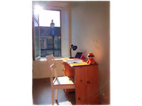 Short term let, double bedroom in fully furnished 2 bed flat in Leith