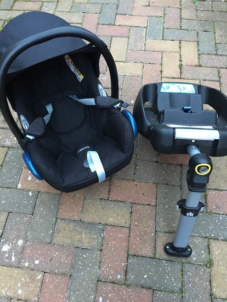 Maxi Cosi Car Seat & Iso Fix base - Like new, Seat is comfortable, Base is a big help while loading