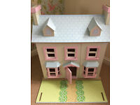 Le Toy Van 'Mayberry Manor' Dolls House with 3 furniture sets and 4 dolls and original box