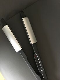 Hair straighteners BABYLISS with curved edge.
