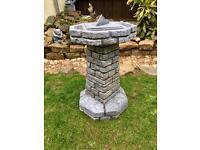 Attractive Heavy Stone Weather Sundial Pedestal Garden Ornament.