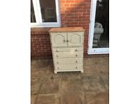Chest of drawers good condition