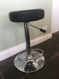 3 x adjustable black bar stools