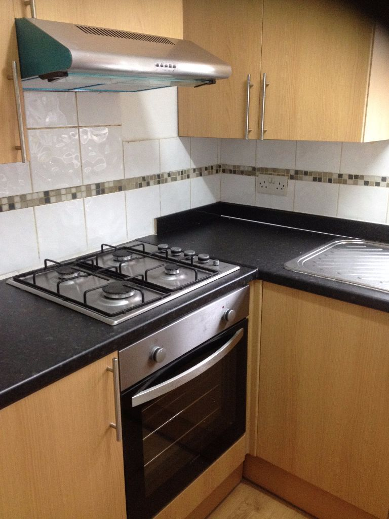 2 BED FLAT ILFORD 5 MIN WALK TO ILFORD STATION. NEWLY REFURBISHED. VERY CLEAN. MUST SEE!!