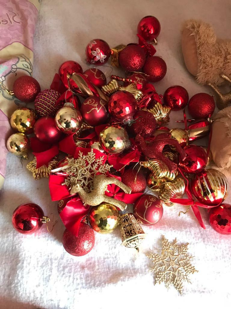 Red/gold Christmas baubles, star and tinsel