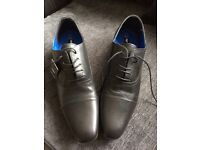 Men's black shoes. Size 9. BNWT and box