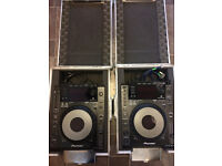 2 x Pioneer CDJ 900 + 2 X Swan Flight Cases