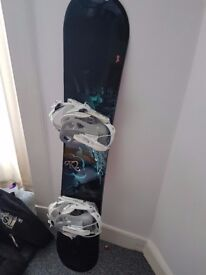 Nearly new Snowboard with bindings and bag