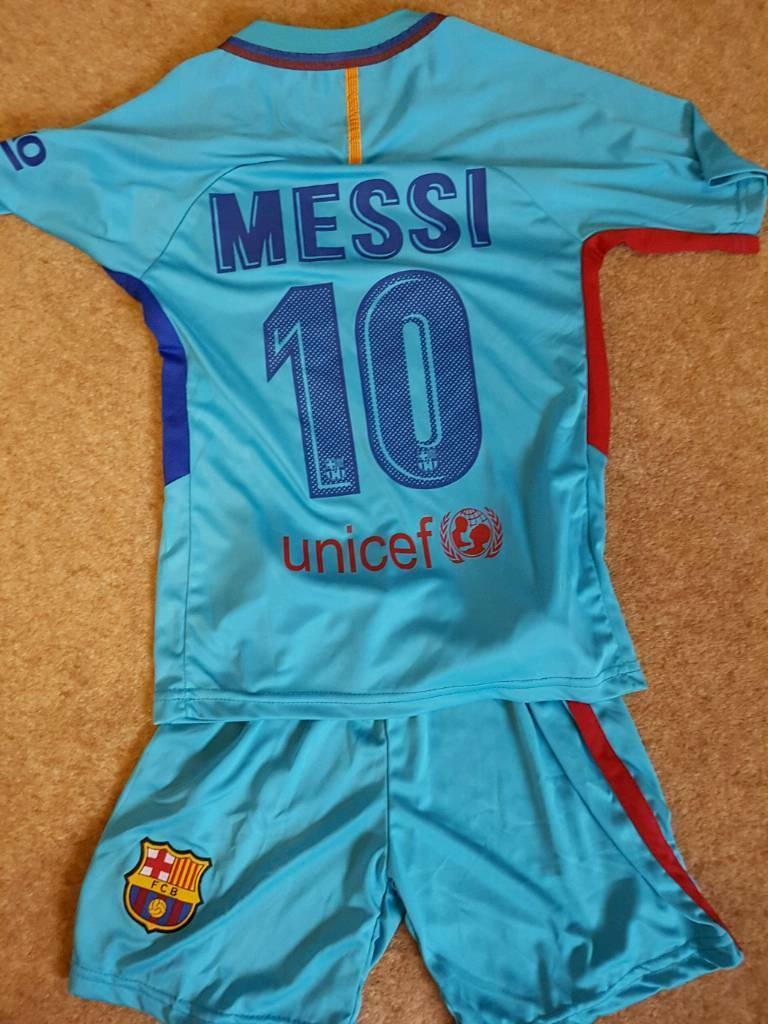 New Barcelona kit. Messi on back.