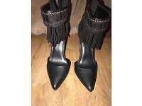 Black high heels 👠👠👠👠