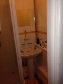 AVAILABLE ROOM IN TOWN CENTER