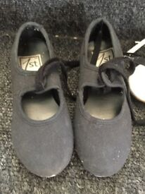 tap shoes black child size 9 with toe taps in good condition