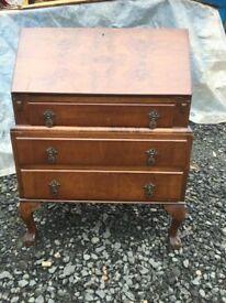 Ye olde vintage walnut gentlemans bureau in great vintage condition