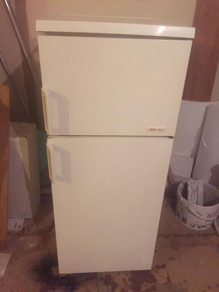 Zanussi Fridge Freezer - White - Excellent Working Condition