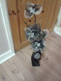 2 x black & silver flower vase deco