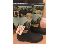BRAND NEW! Women's Joules Wellies (Size 8)