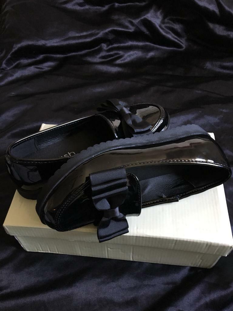 Bow Loafers, size 5
