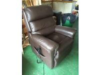 Lazy Boy Electric Rise/Recliner Chair