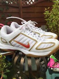 Ladies trainers £10 Ono