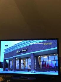 "32"" Black LG LED HD TV"