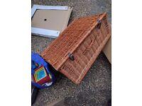 Wicker picnic basket *free*
