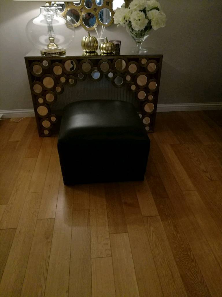 I've sized foot stool in very good condition bargain for £10