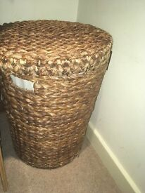 Laundry basket - wicker, lined with lid