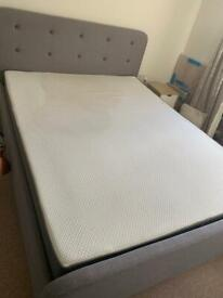 Kingsize bed with mattress + bedside tables