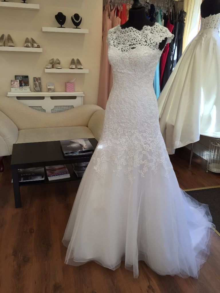Diane legrand white lace backless wedding dress size 8 in diane legrand white lace backless wedding dress size 8 junglespirit Gallery