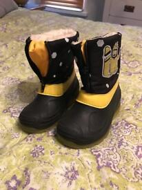 Kids welly boots size 9