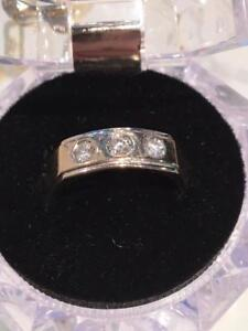 #1131 14K MEN'S 3 DIAMOND TOTAL APPROX 1/2CT YELLOW GOLD RING SIZE 9 1/2!!