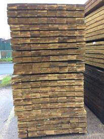 New timber fence boards 6 ft long