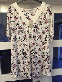LADIES SHORT SLEEVED T SHIRT. SIZE 24