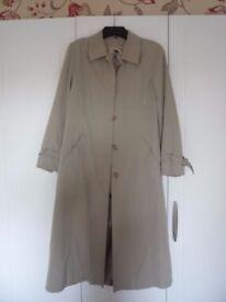 Four Seasons Green mac / lightweight coat. Size Medium