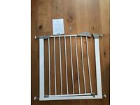 Lindam stair gate (pressure mounted) with instructions and fitting tool