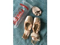 Size 6.5 ballet pointe shoes