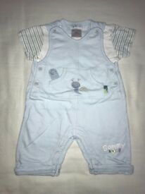 Pequilin baby blue dungarees set Size 3-6 months
